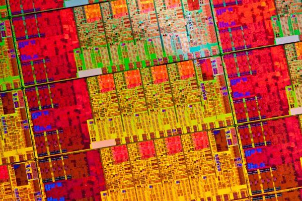 A processzor manipulálásához mindössze néhány tranzisztorát kell egy alacsony szintű rendszerkóddal kiégetni, amelynek megtörténte azonban utólag gyakorlatilag még optikai vizsgálattal is észrevehetetlen lesz a milliárd másik tranzisztor között