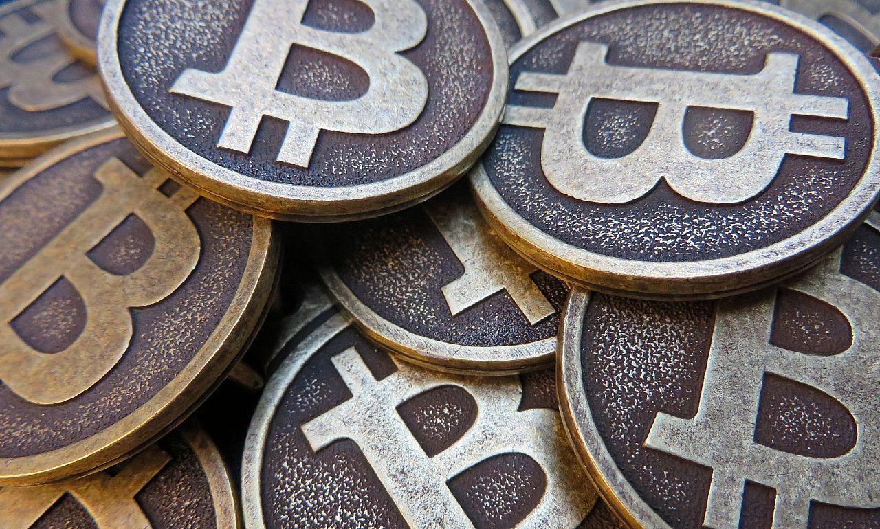 bitcoinokat valódi pénzre