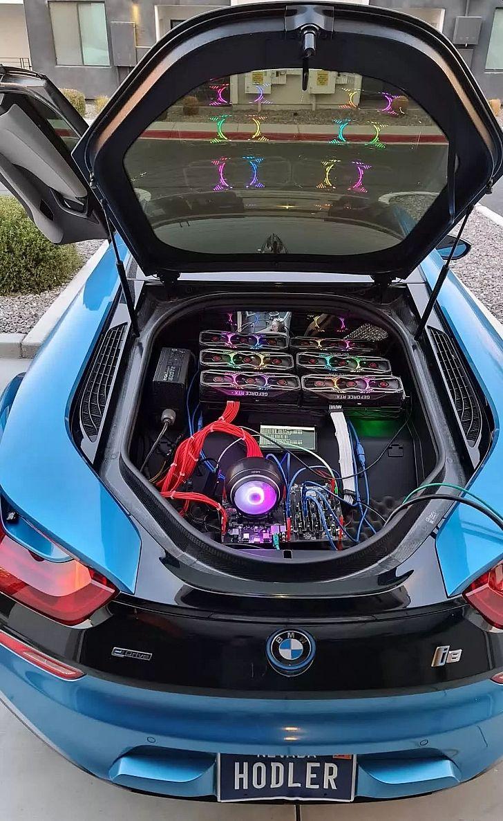 A BMW i8 csomagterébe szerelt, 6 darab RTX 3080-ból álló kriptovaluta-bánya